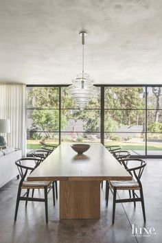 Dining Room by DISC Interiors, photographed by for LUXE Magazine Dining Room Design, Dining Room Table, Dining Chairs, Oak Table, White Oak Dining Table, Side Chairs, Lounge Chairs, Room Chairs, Side Tables