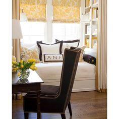 So bright and welcoming! By Tobi Fairley Interior Design  via ✨ @padgram ✨(http://dl.padgram.com)