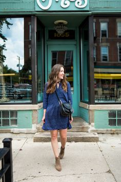 Liz Adams shares how Chicago influences her personal style and her recommendations for your fall wardrobe. Chicago style is laid back, classic, comfortable