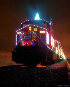 The Canadian Pacific Holiday Train rolls through Saskatchewan every year! Holiday Train, Christmas Train, Christmas Lights, Christmas Tinsel, Christmas Displays, Christmas Markets, Christmas Scenes, Holiday Lights, Outdoor Christmas
