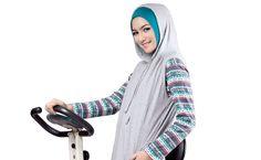 Hoodie for sports Muslim Fashion, Hijab Fashion, Sports Hijab, Modest Outfits, Modest Clothing, Hijab Niqab, Fancy, Hoodies, Elegant