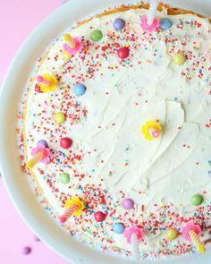 Rezept: Geburtstagskuchen mit Buttercreme und bunten Streuseln | recipe…