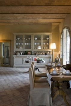 Nice 40 Traditional Italian Kitchen Inspiration Ideas You Will Totally Love. More at https://trendecor.co/2017/12/29/40-traditional-italian-kitchen-inspiration-ideas-will-totally-love/