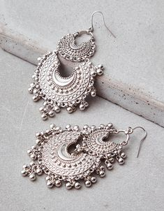 Boho Jewelry Great 2 Tiers with dangling silver details American Eagle Outfitters Silver steel One Size Indian Jewelry Earrings, Indian Jewelry Sets, Silver Jewellery Indian, Jewelry Design Earrings, Ear Jewelry, Fashion Earrings, Silver Jewelry, Fashion Jewelry, Silver Earrings