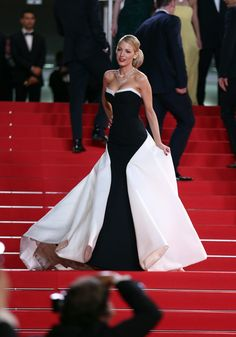 Lively at Cannes Film Festival Blake Lively at Cannes Film Festival.Blake Lively at Cannes Film Festival. Blake Lively Cannes, Blake Lively Moda, Blake Lively Style, Blake Lively Dress, Glamour Hollywoodien, Mode Glamour, Hollywood Glamour, Gossip Girls, Traje Black Tie