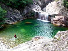 Malgré la réputation sulfureuse que l'on prête parfois à sa population, la Corse est un véritable havre de paix comme il en existe très peu dans le monde. Entre ses plages sublimes, ses montagnes aux...