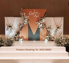 Wedding Reception Themes, Wedding Stage Decorations, Backdrop Decorations, Flower Decorations, Wedding Photo Walls, Wedding Wall, Marquee Wedding, Wedding Backdrop Design, Quinceanera Decorations