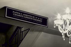 Após quinze anos abandonado, o Cine Theatro Brasil, um dos mais antigos do País, foi reintegrado à cidade de Belo Horizonte (Brasil) e devolvido à população. O projeto de redesign da identidade e sinalização, do escritório mineiro NewGreco.