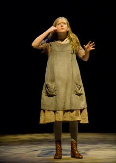 Helen: smock or sack dress in light brown, bloomers under dress, tights, lace up boots
