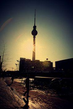 Alexanderplatz / TV tower Cn Tower, Berlin, Tv, Building, Travel, Viajes, Television Set, Buildings, Destinations