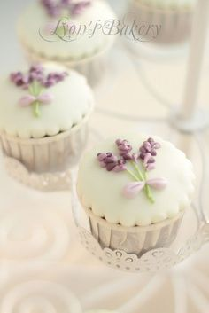 Cute and elegant #cupcakes