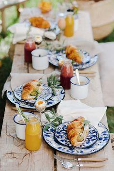 Brunch table setting picnics new ideas Breakfast And Brunch, Best Breakfast, Breakfast Croissant, Breakfast Photography, Food Photography, Brunch Mesa, Brunch Cafe, Brunch Buffet, Breakfast Table Setting