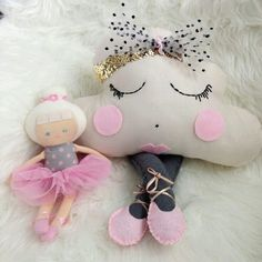 Handmade cloud pillow with felt legs, ballet shoes and a removable black spot tulle bow headband. Cute Pillows, Baby Pillows, Kids Pillows, Hobbies And Crafts, Diy And Crafts, Cloud Pillow, Cloud Cushion, Foto Baby, Felt Dolls