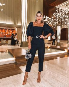 Photo November 01 2019 at womens fashion style hats shoes minimal simple dress ootd summer comfortable for her ideas tips street Casual Summer Outfits, Classy Outfits, Mode Outfits, Fashion Outfits, Travel Outfits, Dress Outfits, Black And White Crop Tops, Chic Summer Style, Gossip Girl Fashion