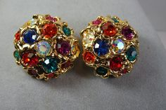 VINTAGE 70's LARGE GOLD TONE MULTI COLOR GLASS RHINESTONE CLIP  EARRINGS #Unbranded