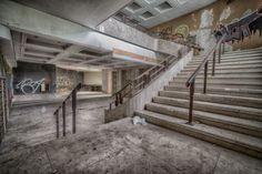 """Das """"Theatre Jeusette"""" - ein verlassenes Theater mitten in Belgien und somit eines der wenigen verlassenen und vergessenen Theater i ganz Europa.    Ein Lost Place in Belgien, von dem wenige Bilder existieren und zu finden sind, denn dieser verlassene Ort"""