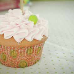 Her ruffle and pea cupcakes (the pea is a green Sixlet candy)