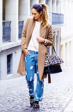 Baggy boyfriend jeans and coat make way for an oversized look // #StreetStyle