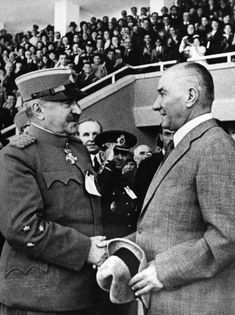 Yugoslavya Secretary of Defence General Lujibomir MARİÇ and Atatürk. Turkish Army, The Turk, Great Leaders, World Peace, World Leaders, Historical Pictures, Revolutionaries, Eminem, Hero