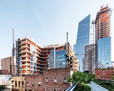 Facade progress continues at Zaha Hadid Architects' condos along the High Line. The nearly complete 10 Hudson Yards looms in the background. #520w28 #related #zahahadid #zahahadidarchitects #hudsonyards #10hudsonyards #kpf #highline #chelsea #nyc #newyork #architecture #construction #realestate #curbed #dezeen #archdaily #facade #metal #details by field_condition