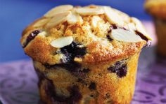 Blue berry muffins with marcipan Almond Muffins, Blue Berry Muffins, Danish Food, Cupcakes, Food Cakes, Cupcake Recipes, Frosting, Blueberry, Picnic