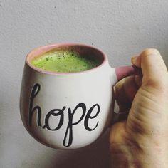 Partiendo nuestro día Jueves llenos de energía con una taza de Té Matcha  y miel  Qué tengan un buen día! Conoces todas las propiedades de este Té Japonés?  Entra a nuestra página por más #matchalove  #matcha #matchachile #saludable  #tematcha  Foto @dancinggingeralex