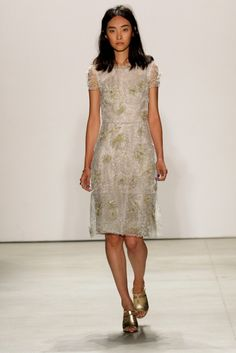 Jenny Packham S/S '16 Jenny Packham Dresses, Moves Like Jagger, Spring Summer 2016, Fashion Pictures, Playing Dress Up, Punk Rock, Pretty Dresses, Runway Fashion, Ready To Wear