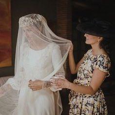 Hoy la primera parte de la boda de @misscavallier en su blog! Que emocionante fue hacer sus mimokis de novia!!! con vestido @bebascloset en este fotón de @serafin_castillo #mimokiLovesMissCavallier #mimokiqueen #headcouture #noviamimoki #mimoki
