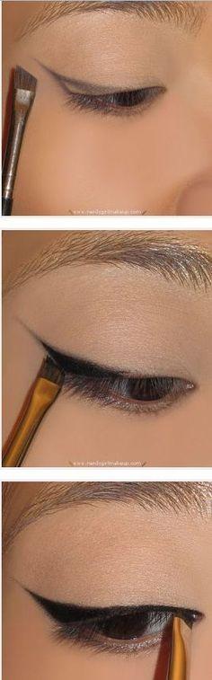 How to create winged eyeliner look