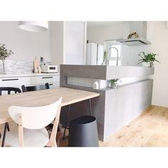 """m͓̽a͓̽r͓̽u͓̽ on Instagram: """". . . こんにちは ◡̈⃝♡ . マイホームづくりでこだわった所 #キッチン腰壁 \♡/ . #キッチン には2種類のタイルを採用しました‼ (腰壁と#カップボード の上) インテリアコーディネーターさんに 「違うタイルだと統一感なくなるかもですが大丈夫ですか?」…"""" Home Projects, Dining Bench, New Homes, Interior Design, Kitchen, Table, Room, Furniture, Home Decor"""