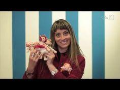 Passa o PAP | Roupinhas para bonecas com Millyta - YouTube Baby Alive, Raggedy Ann, Fabric Dolls, Craft Videos, Baby Dolls, Couple Photos, Youtube, Cute, Pattern