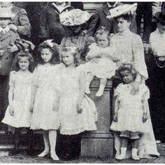 Tatiana, Elisabeth of Hesse, Olga, Anastasia and Maria with Alix