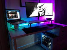 Laptop Gaming Setup, Gaming Room Setup, Pc Setup, Simple Computer Desk, Computer Desk Setup, Gamer Bedroom, Build A Pc, Desk Areas, Game Room Decor
