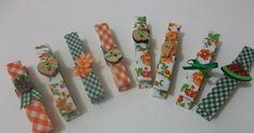 Um blog de artesanato, culinária, educação infantil e experiências pessoais. Decoupage, Clothes Clips, Clothespin Art, Paper Candy, Diy Notebook, Altering Clothes, Paper Clip, Craft Fairs, Easter Crafts