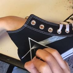 Time-lapse video de Pink Floyd-the Dark Side of the Moon high-top Converse de Pintura ? Dark Side of the Moon Converse Painted Converse, Painted Sneakers, Painted Jeans, Painted Clothes, Diy Clothes Paint, Diy Clothes And Shoes, Custom Painted Shoes, Custom Shoes, Custom Clothes