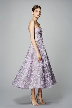 The complete Marchesa Notte Pre-Fall 2017 fashion show now on Vogue Runway. Evening Dresses, Prom Dresses, Fashion Show Collection, Beautiful Gowns, Beautiful Ladies, Fashion 2017, Ladies Fashion, Pretty Dresses, Dress Up
