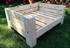 We strive for working on things that makes our house modish & fashionable. The retired wood pallets give us all the options to re-transform them into something… bed DIY Wooden Pallets Dog Bed Plan