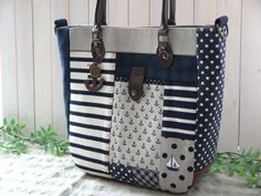 Purse/tote idea...site is NOT in English, but has good photos for ideas of outside and inside