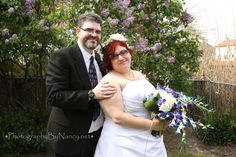 Garden Wedding. Bride and Groom. Purple and turquoise flowers