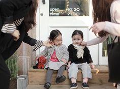 _ 앞머리 정리 마치 약속이라도 한 듯이 엄마들은 같은포즈 #세연다연#친구#photo_by세연파파