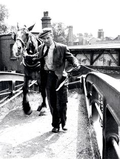 R2424 Canal Barge, Canal Boat, Ivy Rose, Horse Story, Old Time Photos, Living On A Boat, London Pictures, Narrowboat, Working Class