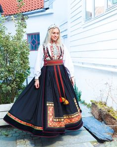 Folk Costume, Costumes, Costume Ideas, Classy Outfits, Classy Clothes, International Clothing, Human Development, Cool Countries, Belly Dancers