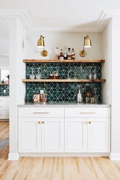Kitchen Interior, New Kitchen, Kitchen Layout, Eclectic Kitchen, White Tile Kitchen, Awesome Kitchen, Green Kitchen Walls, Medium Kitchen, Kitchen Bars