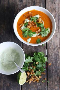 Chipotle-bataattikeitto Raw Food Recipes, Veggie Recipes, Soup Recipes, Vegetarian Recipes, Healthy Recipes, Healthy Food, Veggie Food, Vegan Foods, Vegan Dishes