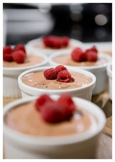 Chocolate mousse with rum Best Dessert Recipes, Fun Desserts, Keto Recipes, Desserts Thermomix, My Dessert, Fudgy Brownies, Kaka, Sugar And Spice, I Love Food