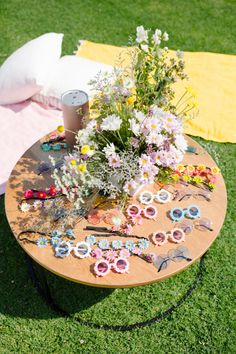 We've planned and designed Scarlett's birthdays the past three years – first it was her vintage Disneyland party and then. Hippie Birthday Party, Hippie Party, Birthday Bash, Baby Birthday, First Birthday Parties, Birthday Party Themes, Flower Birthday, Birthday Sayings, Birthday Images
