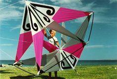 magenta kite via Galleria Aquiloni