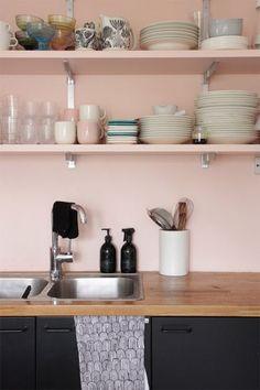 Retro kitchen: 60 amazing decor ideas to check out - Home Fashion Trend Kitchen Decor, Kitchen Inspirations, Interior Design Kitchen, Kitchen Colors, Retro Kitchen, Kitchen Interior, Elegant Kitchens, Pink Kitchen, Pink Kitchen Walls