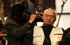 People clean up ears in Chengdu teahouses
