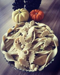 Twist crust and holly leaf apple pie Pie Crust Recipes, Apple Pie Recipes, Beautiful Pie Crusts, Pie Crust Designs, Pie Decoration, Pies Art, Sweet Pie, No Bake Pies, Pie Cake